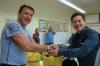 Herr Bachmann gratuliert Stefan Maling
